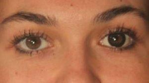 OU2SO sorte kontaktlinser i brunt øje